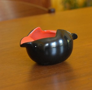1930's Art Deco Red/Black Ashtray